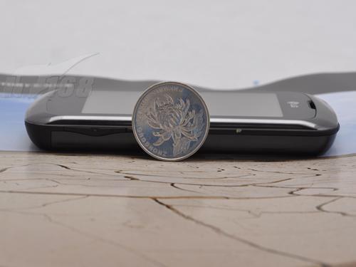 个性时尚LG触控手机KM555e精美图赏