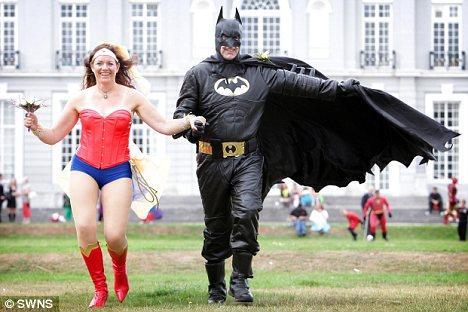 英夫妇办超人主题婚礼:新郎扮演蝙蝠侠(图)