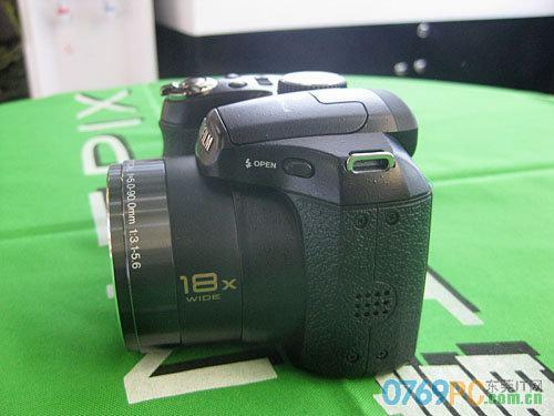 图为:富士数码相机S2600