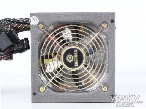安耐美 ex-650电源采用主流的12cm静音散热风扇,散热风扇支持温控调速