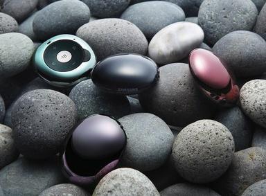 """其实三星并不是第一次在产品中使用所谓""""鹅卵石""""造型设计,曾经三星的图片"""