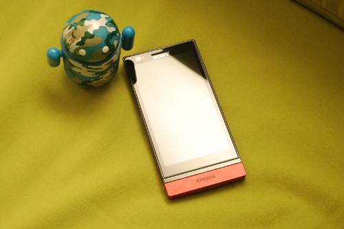 图为:索尼 LT22i 手机-设计时尚性能强悍 索尼双核智能LT22i评测