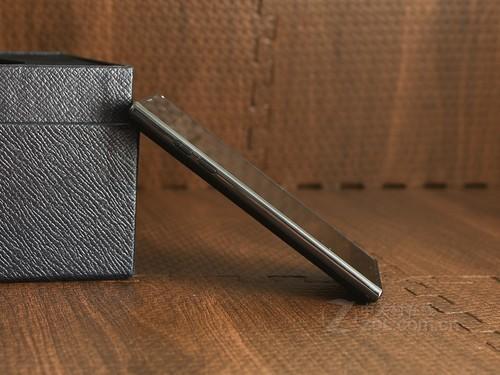 LG P940 黑色 侧面图