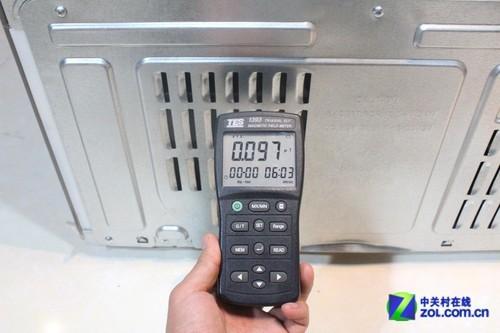 通过实测,我们发现用户在日常使用不必担心冰箱辐射问题,不过压缩机