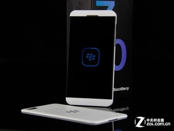 独特操作系统黑莓触控Z10报价1780元