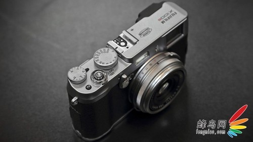 经典复古机 富士X100S机身报价6500(苏宁)