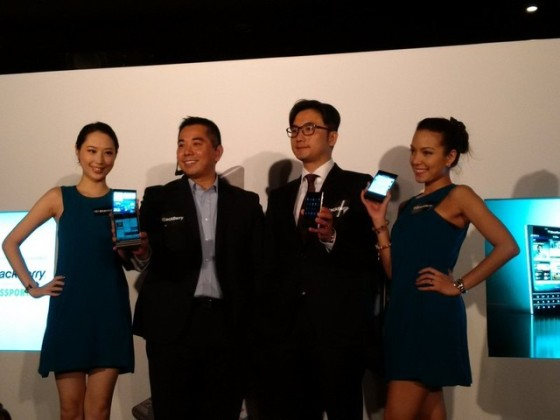 售价接近iPhone6 黑莓Passport香港发布