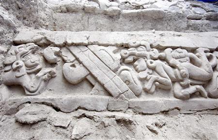 科技时代_美洲发现刻巨蟒石板描述玛雅核心神话(图)