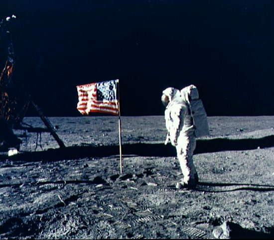 科技时代_人类首次登月原始影像胶片失而复得(图)