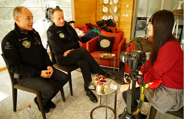 Solar Impulse创始人Bertrand Piccard(左)与André Borschberg(右)接受新浪科技专访。