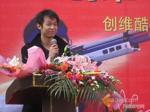 奥运冠军杜丽、朱启南亮相家乡轰动全城