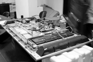 """拆解液晶电视 构造不复杂""""屏""""有洞天 - 百克网—小陆 - 美容进修班小露BLOG"""