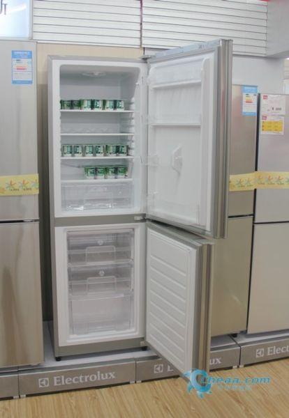 售价不到2000元伊莱克斯两门冰箱热销