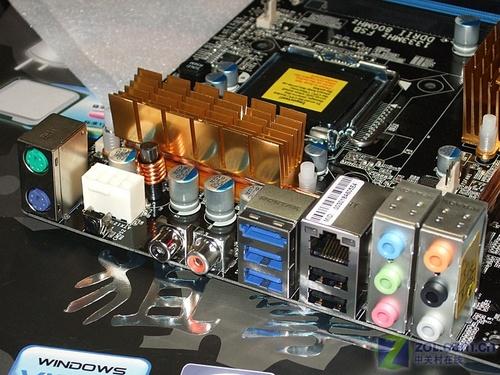 超频首选双敏热管全固态P35主板699元