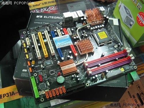 配ESATA数据线台系旗舰版P956主板699元