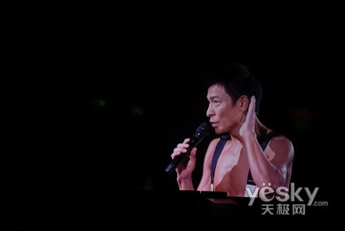 后来播放的刘德华演唱会和《导火线2》都采用了蓝光片源,效果非常强悍图片