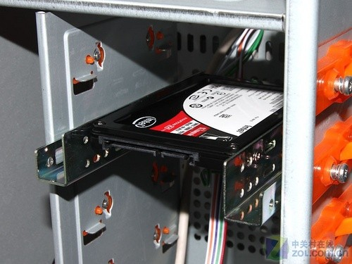 69 拓展能力强 金士顿固态硬盘另类评测   轻松固定在机箱内部图片