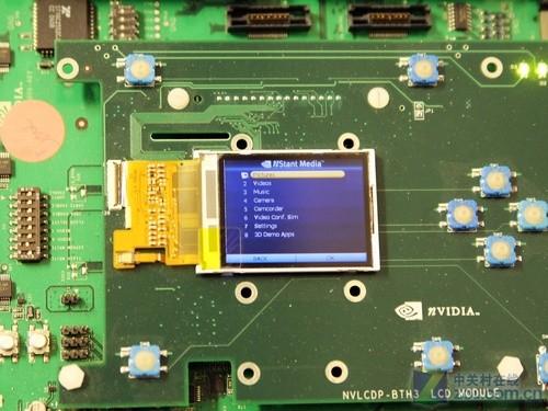 电路板上有一个小小的lcd屏,经过笔者确认这是一个tegra仿真模拟机