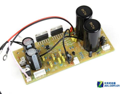 三诺N-35G摩机冠军版:滤波电容   前级电源部分采用了两颗35V/4700F作为滤波电容,而后级电路部分则使用了两颗英国NOVER(诺华)公司的35V/10000F大电解电容用于滤波,这样的配置在同档次产品中算是比较豪华了。