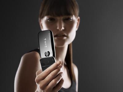 圆滑酷炫索爱3G折叠新机Z610抢先图赏