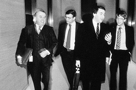 科技时代_图文:1986年3月3日微软正式上市
