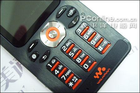 超薄全能音乐机索爱精钢直板W880i售1780