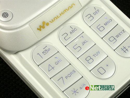 典雅气质索爱滑盖音乐W830c仅售2150