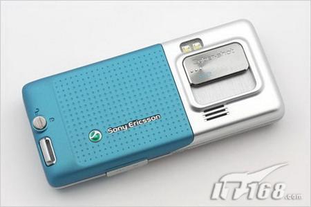售价3200元索尼爱立信三防手机C702上市
