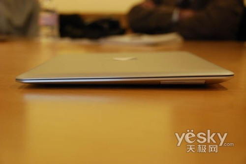 薄如蝉翼!苹果MacBook Air实物抢先看
