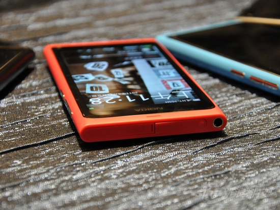 全新MeeGo系统诺基亚N9首发评测(2)