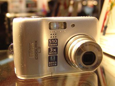时尚数码相机尼康L3