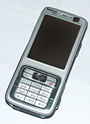 科技时代_黑手机刻品牌LOGO只花5角钱 10分钟变身名牌机