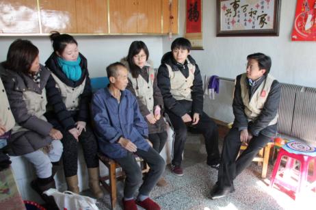 心系天下•在路上公益团队看望吉林省松原市乾安县大布苏镇中学教师王仁