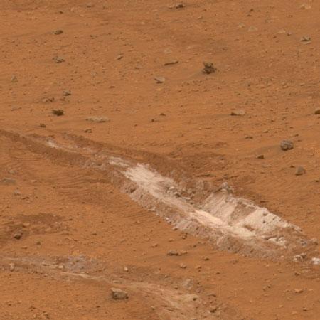 勇气号在火星上发现微生物宜居地(图)