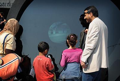 伦敦架起视频望远镜穿过大西洋看纽约(图)