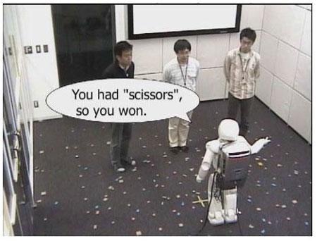 阿西莫机器人添新本领8只耳朵同时听3人讲话