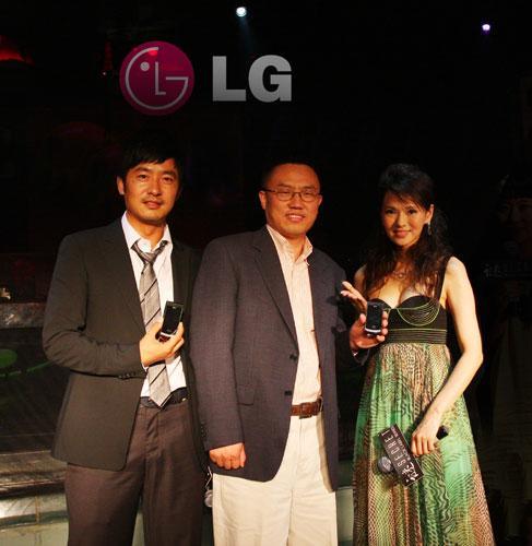 点燃时尚LG发布500万像素滑盖强机KF755