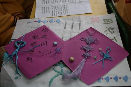组图:同学们手工制作礼物赠予联想控股