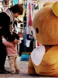 小朋友被吓哭熊熊压力大