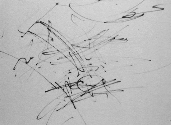 一岁十个月 明华 画出纸外的有活力的线条