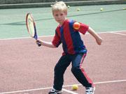 要不要让孩子学打网球?