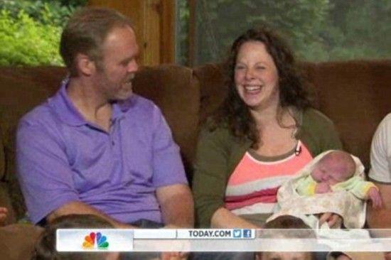 美国盼生女儿夫妇22年连生12名男孩