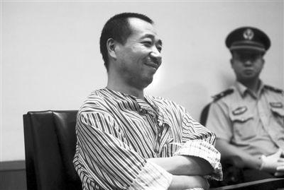 男子踹死4月大女儿 法庭上笑称对女儿是个解脱