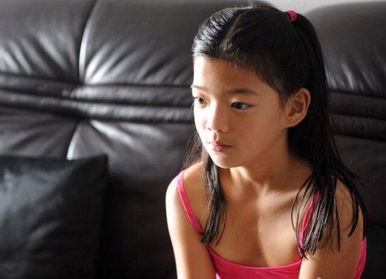 10岁的代娜生于汉中,8年前被荷兰的约翰内斯夫妇收养