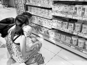 尽管贵,父母还是愿意选择有机奶粉给宝宝喝。