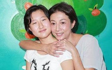 吴绮莉与女儿小龙女