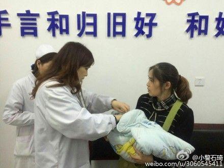 婴儿被送往医院救治。(网友供图)