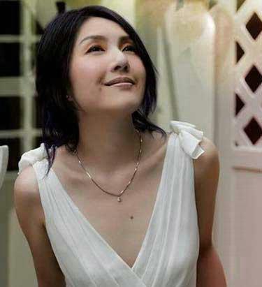 <b>杨千�茫罕黄鹊�琴又跳舞</b>
