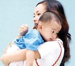 解除宝宝打嗝的四个方法