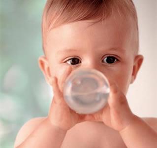 怎样为宝宝选杯子?(图)